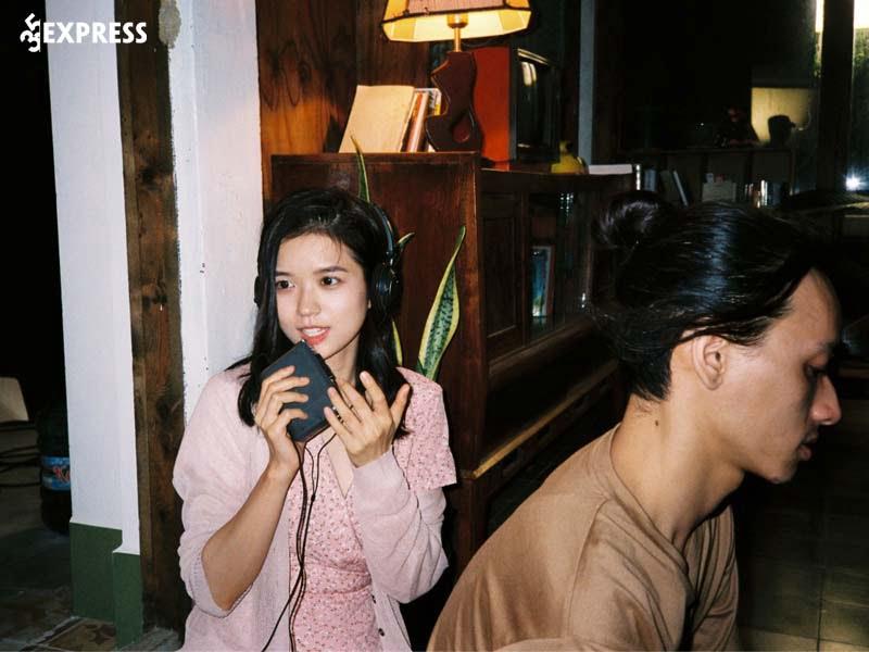 Hanh-trinh-su-nghiep-cua-ca-si-suni-ha-linh-35express