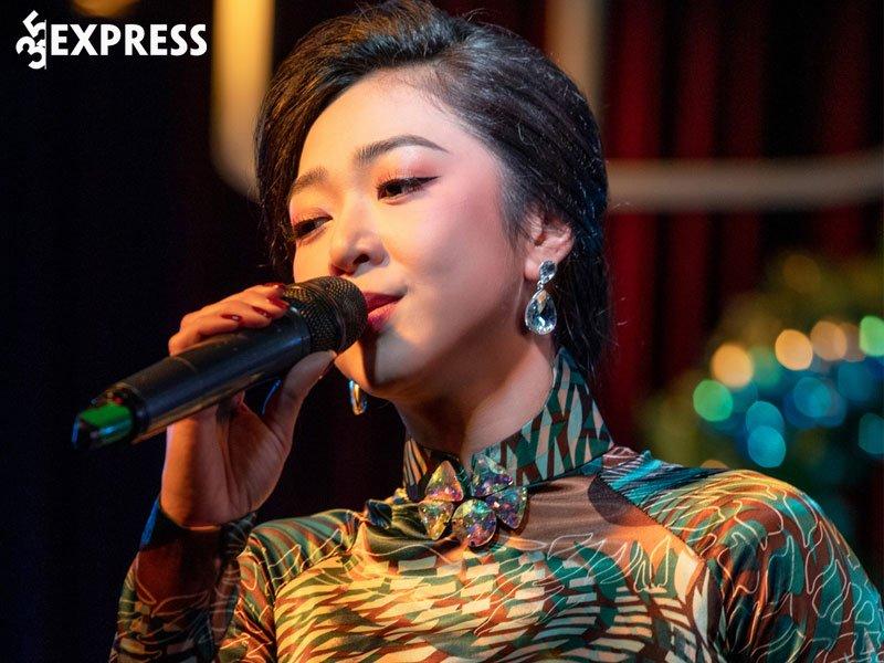 ha-thanh-xuan-tham-gia-liveshow-tai-viet-nam-35express