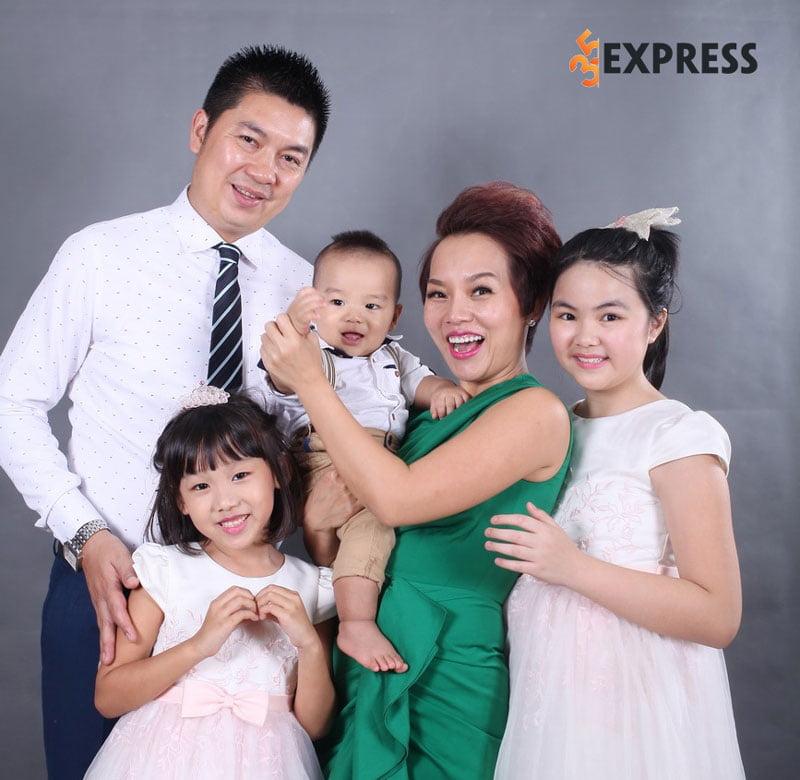 nu-ca-si-thai-thuy-linh-cung-chong-va-cac-con-35express