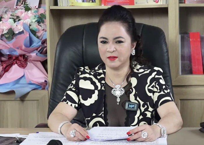 ba-phuong-hang-trong-livestream-vao-toi-nay-25-5-35express