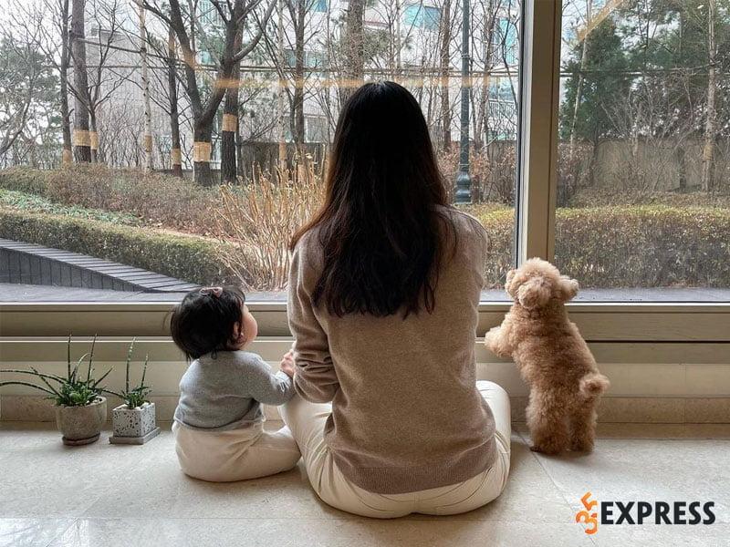 choi-ji-woo-bi-chong-ceo-tre-tuoi-cam-sung-2-35express