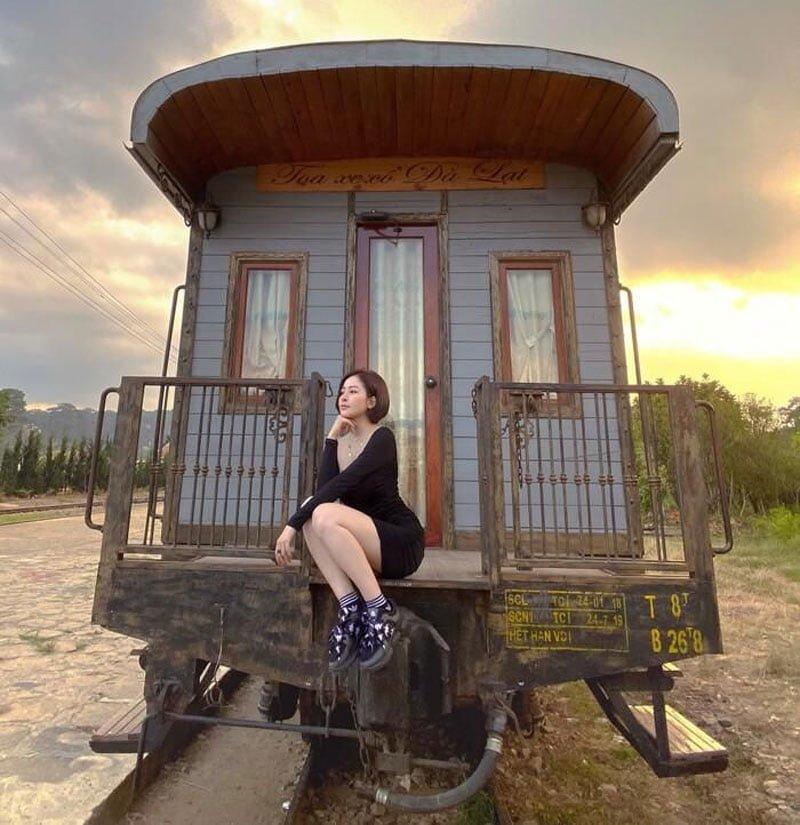 hotgirl-tram-anh-dang-anh-ban-tay-la-om-bo-vai-cdm-biet-ngay-la-ai-3-35express