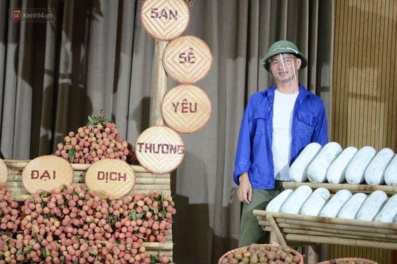 xuan-bac-livestream-ban-vai-thieu-bi-xanh-va-man-giup-ba-con-nong-dan-1-35express