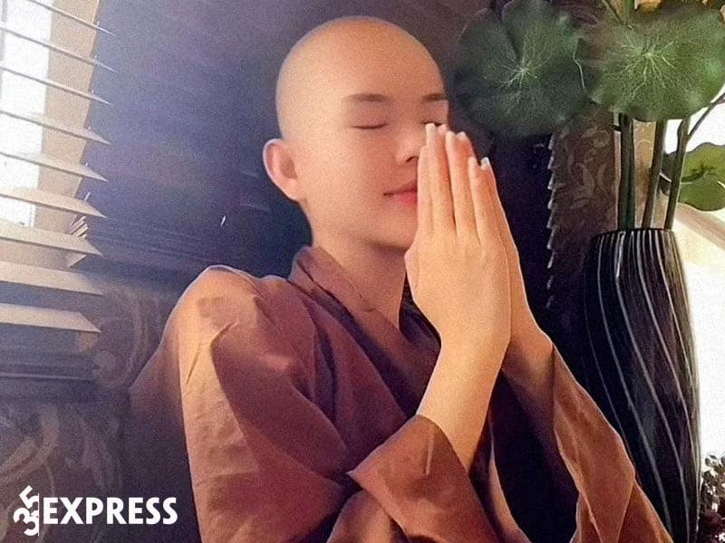 le-ngoc-trinh-xuong-toc-quy-y-35express