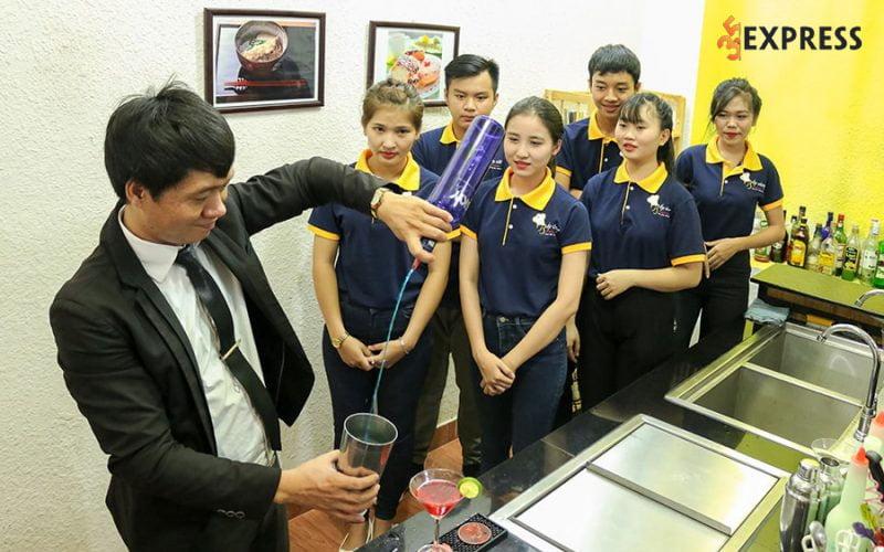 truong-dao-tao-pha-che-bep-vang-35express