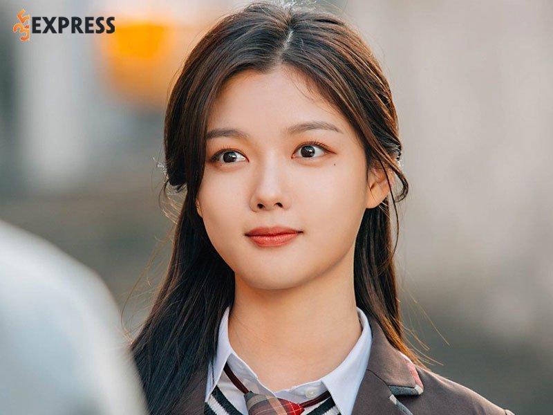 con-duong-su-nghiep-cua-kim-yoo-jung-1-35express