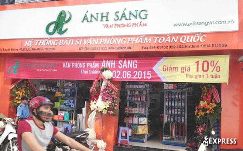 van-phong-pham-anh-sang-35express