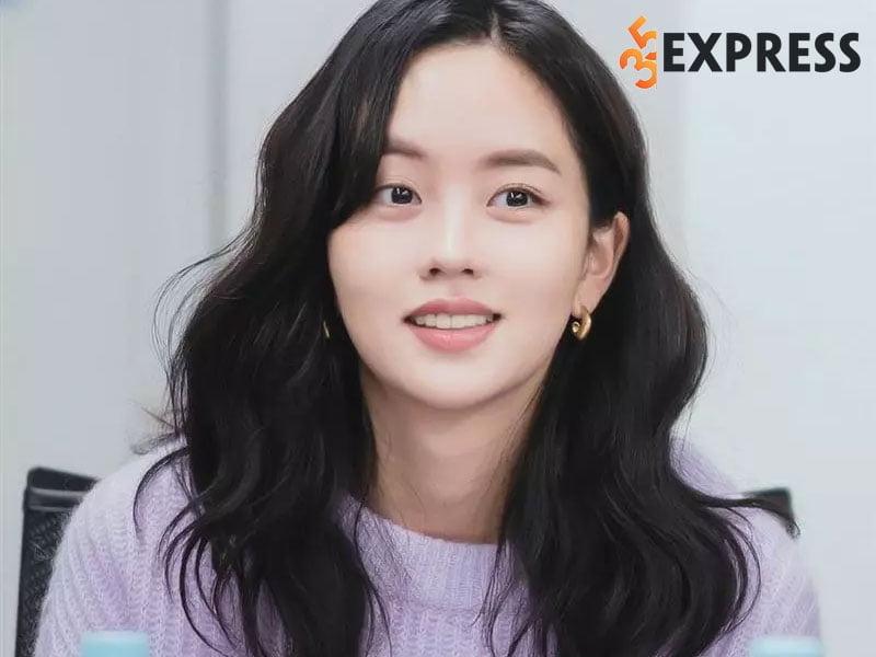 doi-tu-cua-kim-so-hyun-35express