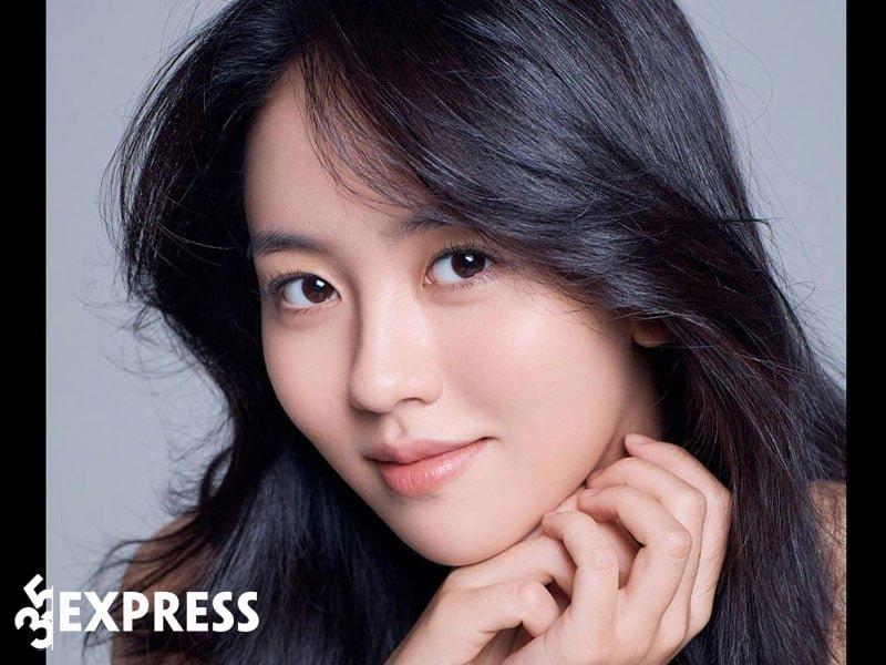 hinh-anh-toa-sang-cua-kim-so-hyun-2-35express