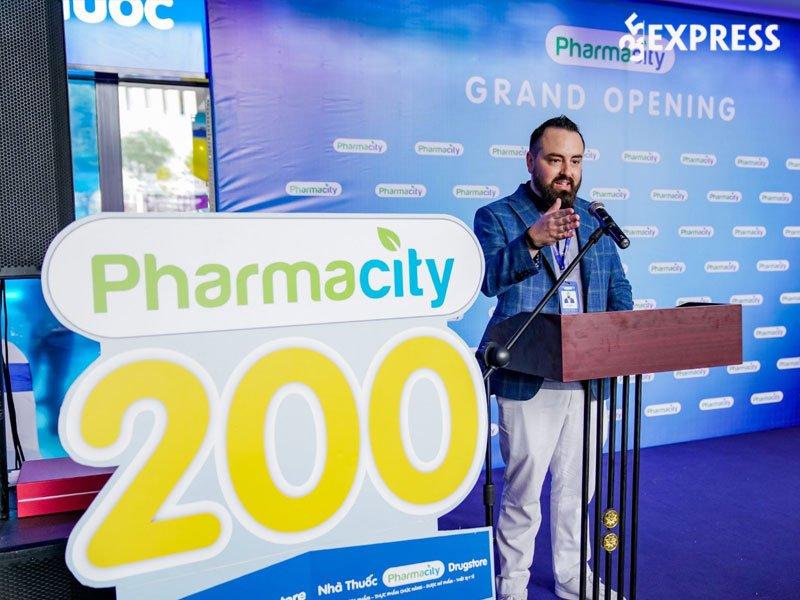 nha-sang-lap-pharmacity-ceo-chris-blank-35express
