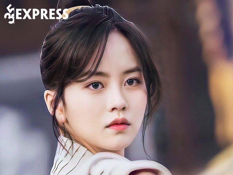 su-nghiep-cua-kim-so-hyun-1-35express