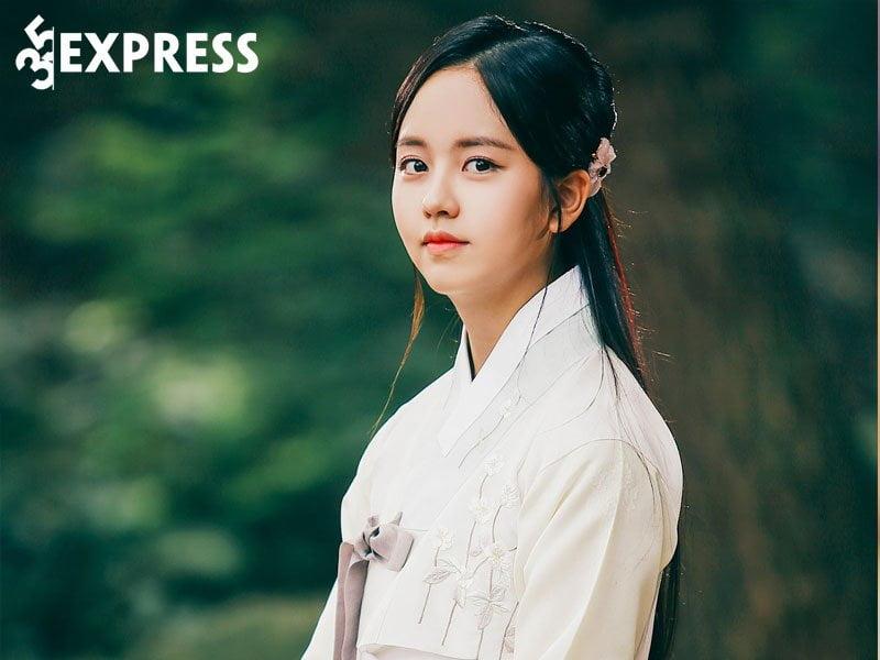 su-nghiep-cua-kim-so-hyun-2-35express