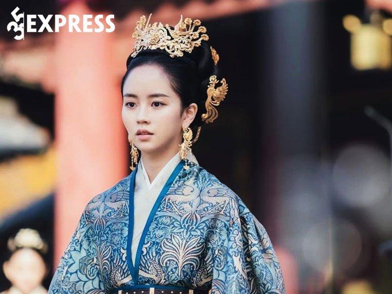 su-nghiep-cua-kim-so-hyun-3-35express